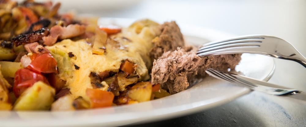 Leberwurst an Omelette
